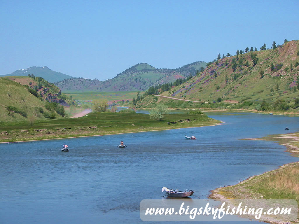 Multiple drift boats on the missouri river below holter dam for Fishing in missouri