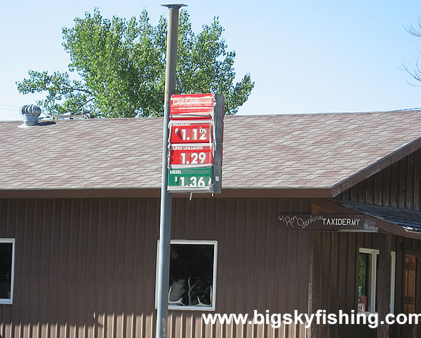 Very Low Gas Prices in Augusta - An Old Gas Station | Photos of
